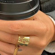 Life is what happens between coffee and wine 🐝 ☕️ @alaisredondo enjoy your journey 🔜🍷 #itsmieljewelry #ring
