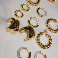 🐝We thought of #itsmieljewelry as the exclamation point of a woman's outfit 💛
