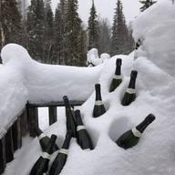 Cold bottles ✅ grapes 🍇✅ outfit with its MIEL jewels ✅ DESDE LA COLMENA LES ENVIAMOS TODA NUESTRA ENERGÍA PARA TENER UN SUPER 2021 🐝💛